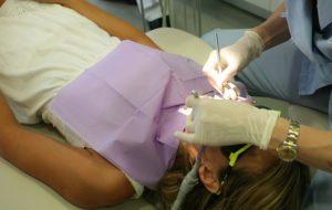 dentists whitening teeth